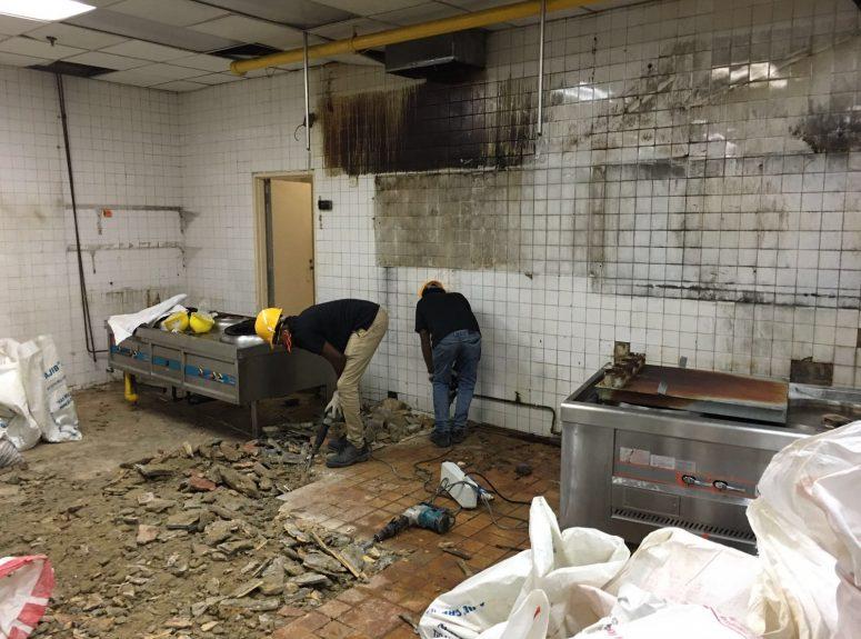 020816 Toolbox meeting at Marriott hotel. Plumbing ah soon - 5 workers. Builders Aritz - 10 workers (7)