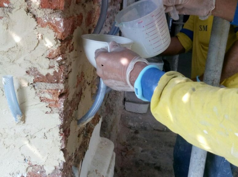 270916 Remove the door old paint, Apply rising damp treatment, Removing render, Changing damaged roof wood (6)